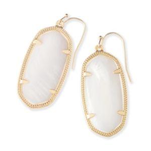 Elle Gold Earrings in White Pearl